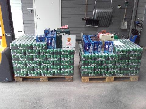 ALKOHOL: 712 liter øl, 63 liter brennevin, 15 liter vin og 3,3 liter rusbrus ble beslaglagt fra to biler.