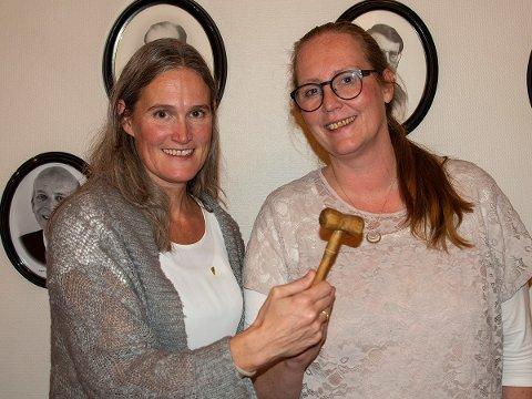 HISTORISKE: Ragnhild Haagenrud Moen (t.v.) og Lise Selnes er den nye ordførerduoen i Nord-Odal.
