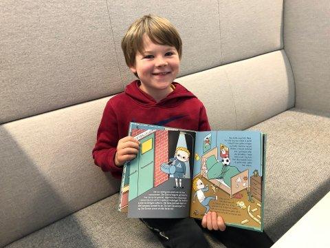 Martinus Nordby-Hansen, snart ni, har lest barneboka om Ole Gunnar Solskjær.