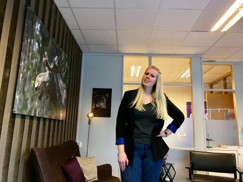 JOBB I HJEMBYEN: – I dette yrket må du være glad i å arbeide med menneske, sier eiendomsmegler Lise Eilertsen i Eie. Hun bestemte seg som 14-åring for hva hun ville bli. – Jeg skulle jo hjem til Kongsvinger, uansett!