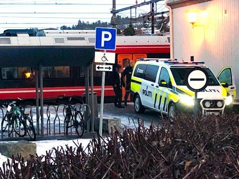 I ARRESTEN: Mannen ble hentet på toget, og fikk sove ut i arresten på politistasjonen.