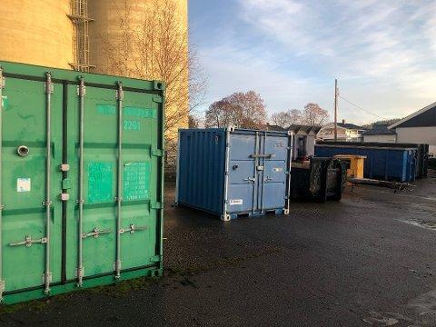 INNBRUDD: Natt til mandag ble det stjålet fyrverkeri fra en container tilhørende Europris Skarnes. Fyrverkeriet hadde en innkjøpsverdi på rundt 50.000 kroner, ifølge butikksjef Margaret Hoffmann.