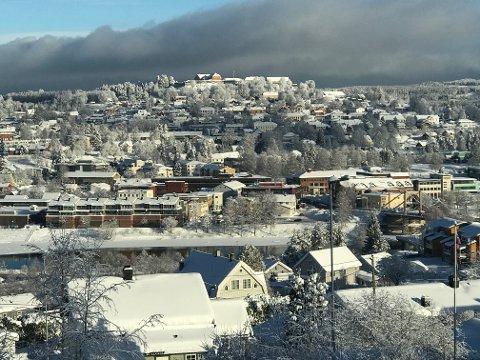 VINTERLAND: Så vakkert var det i Kongsvinger fredag, med utsikt fra Lia. Først over helga kan vi vente å få se sol og blå himmel igjen.