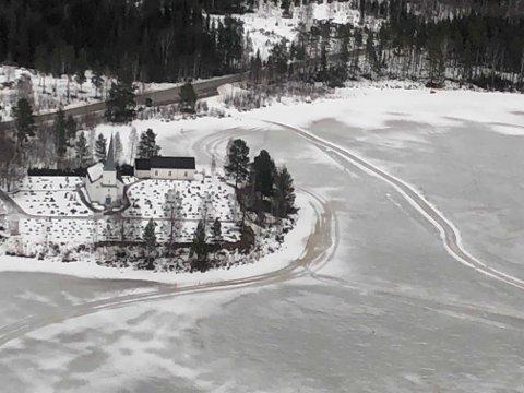 DUGER IKKE: Isen på Vermundsjøen kan ikke brukes som landingsplass.
