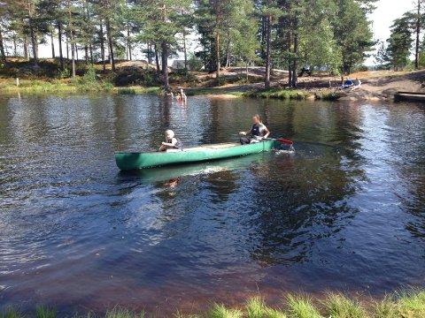KANO: Det er mange flotte sjøer og elver på Finnskogen, så de som deltar på Friluftsskolen, får noen spennende opplevelser.