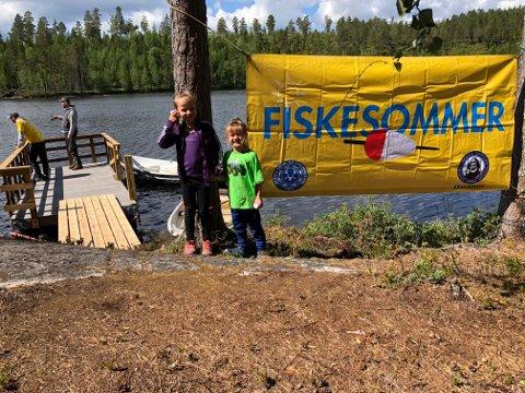 """FISKE: Det blir """"Fiskesommer"""" ved Langtjernet i Grue lørdag 29. juni. Mange får sin første fisk på disse dagene."""