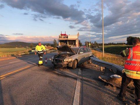 TIL SYKEHUS: En mann er kjørt til Kongsvinger sjukehus etter at han torsdag kveld kjørte i autovernet på riksvei 2 i Åsnes.
