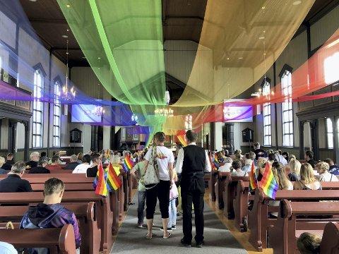 SAND KIRKE: Her fra Regnbuegudstjenesten under «Bigdepride» i Nord-Odal i sommer. Som medlem i Statskirken kan alle være med og påvirke hvem som skal sitte i menighetsrådene.