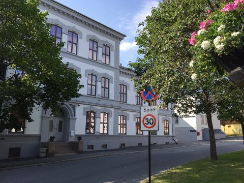 GJENÅPNER: Denne uka skal drøyt 400 elever tilbake til Øvrebyen videregående skole etter korona-stengingen – men ikke samtidig.