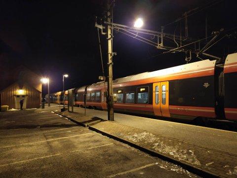 Strekningen Årnes – Rånåsfoss er stengt. Bildet er tatt på Rånåsfoss.