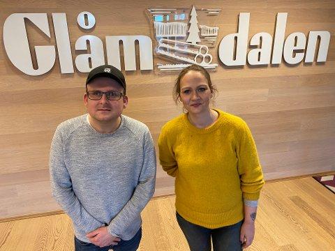 NYE DIGITALE HODER: Martin Gramnæs (32) og Mathilde Lea (34) er Glåmdalens nye ansatte i redaksjonen.