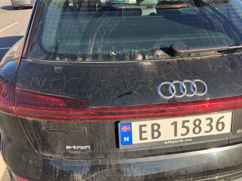 HÆRVERK: Slik så bilen til Lars ut tirsdag formiddag.