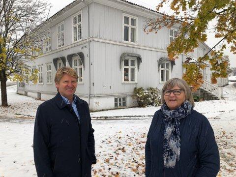 VEMOD: - Det er vemodig å kvitte seg med gården, innrømmer Jan Herud. Han har overlatt salget til Wenche Aanerud og Eiendomsmegler1 i Kongsvinger. BILDER: SIGMUND FOSSEN