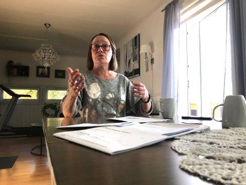 UBEHAGELIG: Evelyn Herfindal er helt sikker på at misbruket av adressen hennes er bevisst svindel. Brevene til hennes adresse er blitt mange etterhvert. (Foto: Thor Fremmerlid)