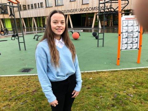 VIL HJELPE: Karianne Moen-Pedersen (14) trives best når hun kan hjelpe andre. Nå har hun på egen hånd skaffet hundrevis av julegaver til beboerne på Roverudhjemmet. FOTO: SIGMUND FOSSEN