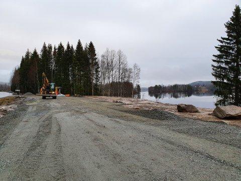 Det skal asfalteres og legges ny kantstein.
