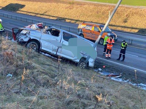 TOTALSKADD: Bilen skal ha rullet rundt flere ganger i forbindelse med ulykken.