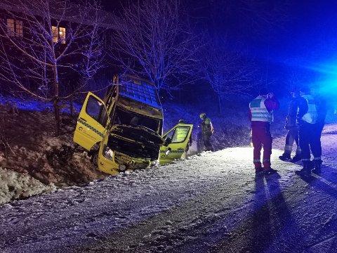 ULYKKE: Ambulansen skal ha rullet rundt, før den havnet i grøfta.