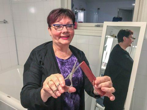 VARMT FORHOLD TIL JOBBEN: Mia Lysakerrud (68) sitter igjen med masse gode minner etter 31 år på arbeidsplassen. – Jeg kommer til å savne den gode kontakten med elevene, sier hun.