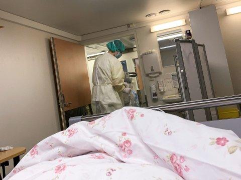 FØRSTE KORONAPASIENT: Berith Lykseth (57) var den aller første pasienten som fikk behandling ved Kongsvinger sjukehus. Kort tid etter ble hennes ektemann