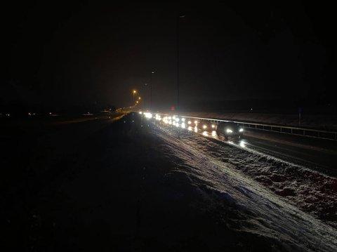 Det er kø på E16 som følge av et trafikkuhell.