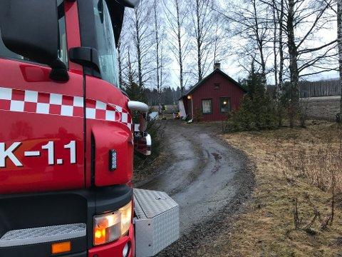ULMER: Brannvesenet jobber med å sikre at flammene ikke skal ta nytt tak.