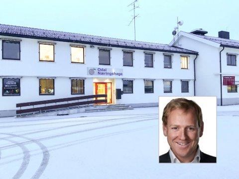 SATSER: Advokat Ole-Sverre Midling-Hansen er på plass i Stasjonsvegen på Skarnes.