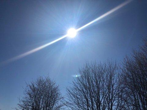 Husk solfaktor når du går ut i sola onsdag ettermiddag. UV-strålingen er høy.