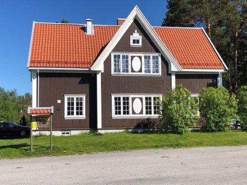 AVHOLDSLOKALET: Nå kan du bli bedre kjent med historien til Skogtun på Skarnes .