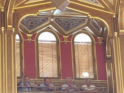 FIKK MEDHOLD: Glade bompenge-aksjonister fra Edsberg grenderåd fulgte debatten fra Stortingets galleri, og kunne konstatere at politikerne enstemmig vraket regjeringens forslag. Fra venstre: Hans Petter Aarstad, Morten Jakobsen, Jan Røkland og Frode Kristiansen.