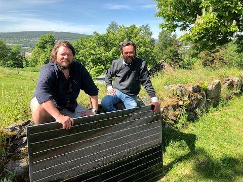 NY SOLMANN: Christian Bråtebekken (t.v.) er ny mann på solkraftlaget til Lars Dysterud Hansen. FOTO: SIGMUND FOSSEN