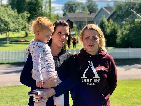 TRE GENERASJONER: Julie (2) kan endelig kose med mormor Linda (46). Martine (23) er glad for å kunne kjøre over til mamma igjen uten å måtte ha karantene.