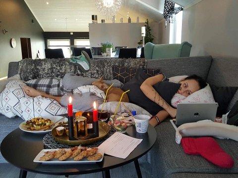 HJEMME: Etter fem lange uker i Barcelona har Benedicte endelig kommet seg hjem til egen sofa og ikke minst hund som hun har savnet.