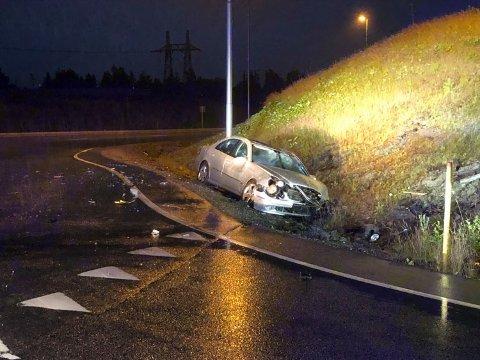 ULYKKE: I juli i fjor skjedde én av svært mange ulykker i rundkjøringa ved Stømner. Her kjørte en bil inn i rundkjøringa og deretter i grøfta. I bilen satt en kvinne i 40-åra.