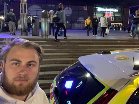 MIDT I DRAMAET: Aasmund Nordgaard befinner seg på Oslo S, der alarmen har gått etter bombetrussel.
