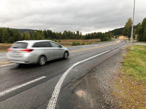 Den nye asfaltløperen ble for glatt - derfor er den freset opp fra Lierkrysset til Rasta.