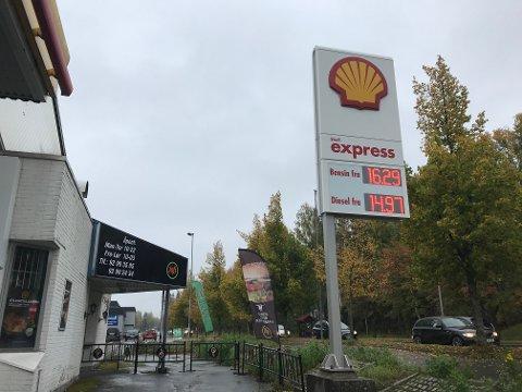 IKKE NOE KUPP: Shell Express ved Gjemselund hadde disse prisene midt på dagen tirsdag.