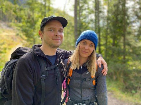Mari Nikoline Floden og Adam Knell Taylor var på sin aller første hengekøyetur i helgen. Det ble ikke så mye søvn, men de ble rådet til å vente med å gå ned igjen til det ble lyst.