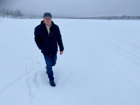 TILBAKE: Dagen etter at nødlandingen var Svein Birkeland tilbake på Starmoen. –  Hodet slo inn på autopilot, sier 82-åringen.