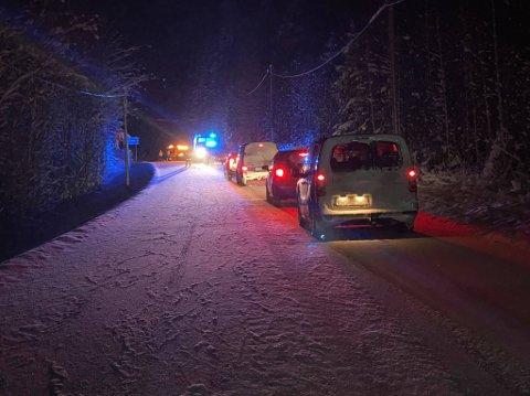 En bil kjørte av veien på Austvatn onsdag kveld.