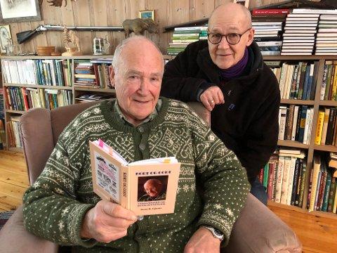 BØKER: Sven R. Gjems skriver, og Terje Tønnessen gir ut bøkene. De to tviholder på det skrevne og trykte ord, og er klare for nye utgivelser.