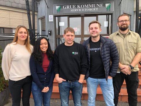 NYE FJES: Gintare Barista, Zwestin Welfry, Per Morten Norheim, Anders Westheim og Gregor Nieploch er nye fjes i Grue kommune. De erstatter ansatte med flere tiårs erfaring.