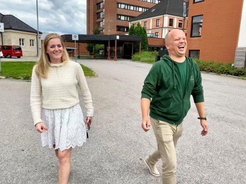 Emilie Enger Mehl (28) blir Norges nye justis- og beredskapsminister. Her sammen med partileder Trygve Magnus Slagsvold Vedum.