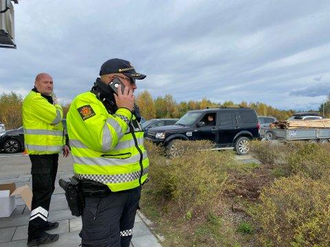 STORKONTROLL: Statens vegvesen og UP samarbeidet i dag om storkontroll på Jessheim, noe som førte til kø på E6.