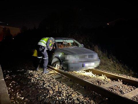 BILJAKT: Her endte biljakten lørdag kveld. Nå vil politiet ha kontakt med eieren.