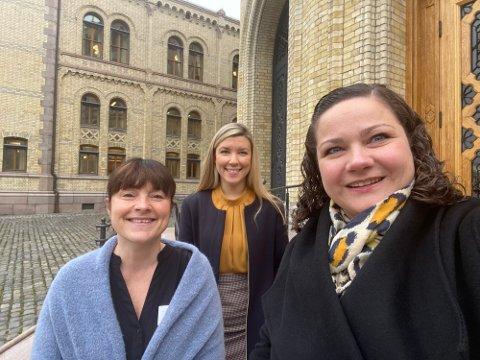 PÅ TINGET: Eli Wathne (til venstre) er Kongsvingers nye ordfører, mens Margrethe Haarr (til høyre) får sin nye arbeidsplass på Stortinget. Avbildet er også hennes kollega, stortingsrepresentant Anna Molberg (H).