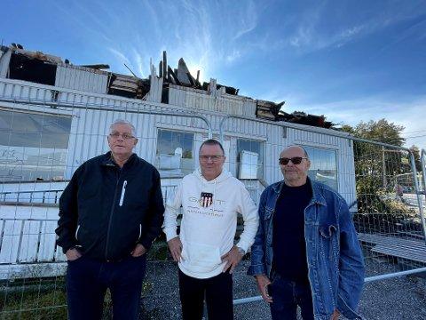 FÅR TAKK FOR AT DE STO FRAM: Sverre Neseth, Per Kr. Andreassen og Werner Berg i kaffegjengen på Magnor venter fortsatt på hva som skal skje med de to branntomtene midt i sentrum.