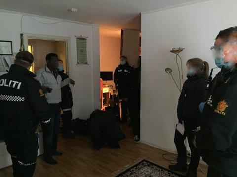 KASTET UT AV HJEMMET: Bevæpnet politi fjerner Mohammed Jamas og familien fra  leiligheten Tøyen.