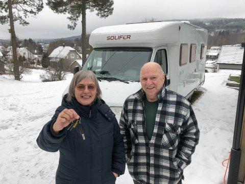 BILFERIE: Torhild og Idar har nøkkelen klar om du vil på bobilferie i år.