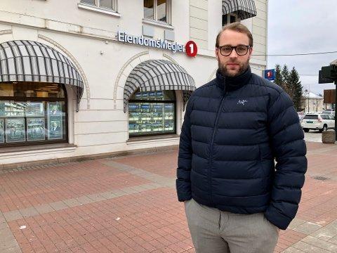 Lars Wang Spigseth, salgsleder hos Eiendomsmegler1 i Kongsvinger, har tro på at erfaringene med hjemmekontor nå, vil øke tilflyttingen til Kongsvinger. Mer hjemmekontor betyr mindre pendling inn til Oslo, og da vil vårt distrikt bli mer attraktivt.